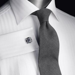 белая рубашка в полоску с запонкой и галстуком