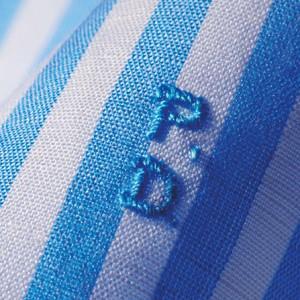 Пример рубашки в синюю полоску с вензелями